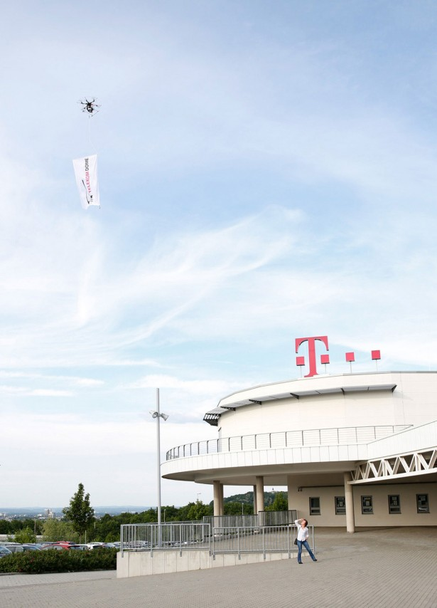 FlaggenFlug_Telekom_Baskets_by_Airshooter_de